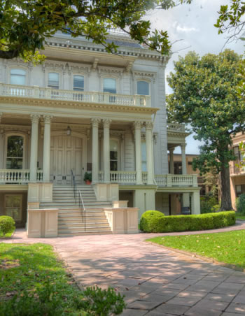Famous homes and architecture on the Garden District Tour
