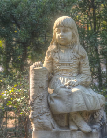 Little Gracie's gravesite in Bonaventure Cemetery